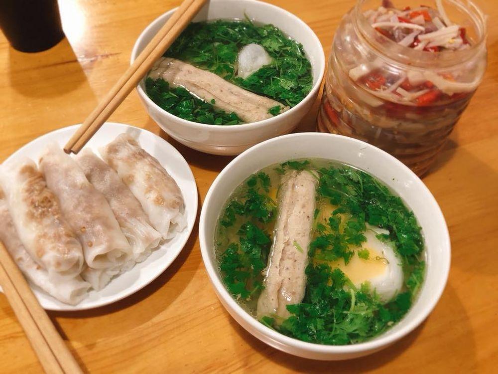 Đặc sản bánh cuốn canh Cao Bằng 'gây sốt' ở Hà Nội - Bạn đã biết ...