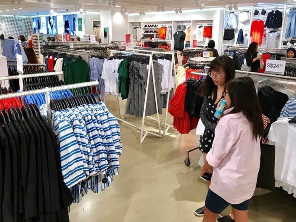 Kết quả hình ảnh cho mua sam quan ao singapore