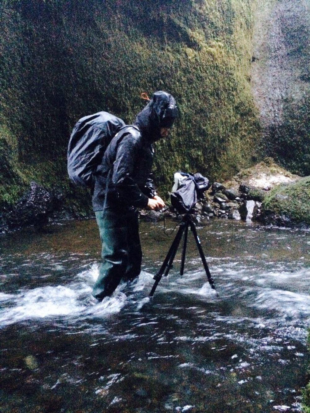 Ảnh chụp dưới trời mưa thường thiếu sáng nên rất dễ rung nhòe. Do đó, cần thiết có chân ba (tripod), giúp máy đứng vững. Ảnh: Capture Landscapes.