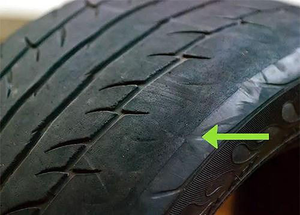 Để đảm bảo độ bám đường tốt nhất, bạn cần chắc chắn rằng các rãnh trên lốp xe cần phải có độ sâu từ 1,6 mm trở lên.