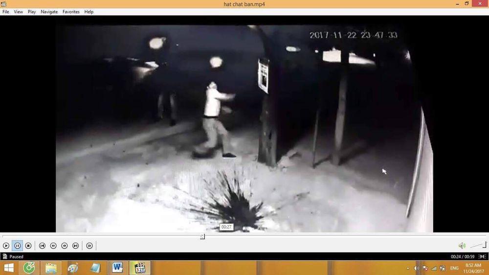 Camera Ghi Lại Hình Ảnh Nhóm Côn Đồ Ném Chất Bẩn Vào Nhà Ông Hiếu.