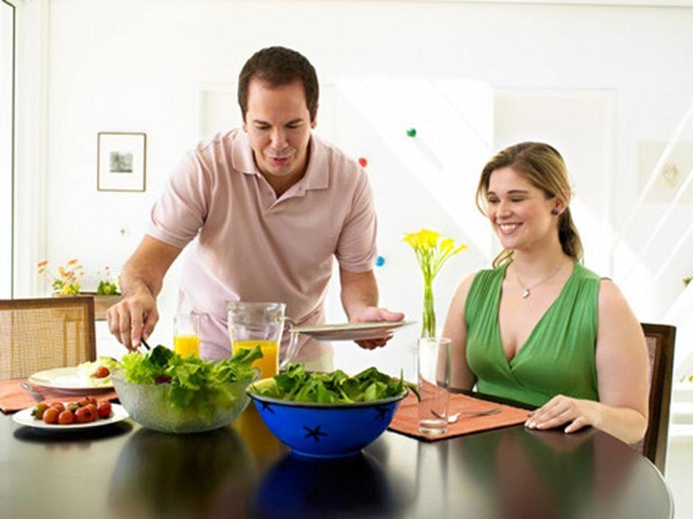 Kết quả hình ảnh cho Quan tâm đến chế độ ăn uống của vợ