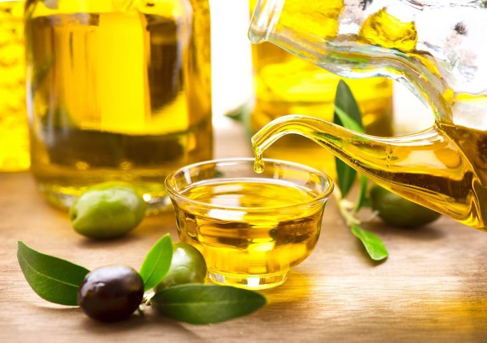 Kết quả hình ảnh cho dùng dầu oliu