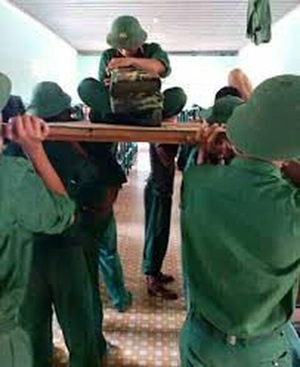 Trong quân đội thì việc quân tư trang ngăn nắp là điều hiển nhiên, việc chăn gối phải gập vuông thành sát cạnh sau khi sử dụng là điều mà bất cứ ...