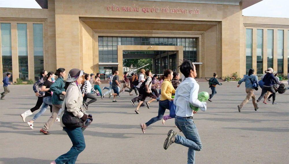 Kết quả hình ảnh cho Chạy thi tranh dành làm thủ tục sang trung quốc tại cửa khẩu quốc tế Móng cái - Quảng Ninh
