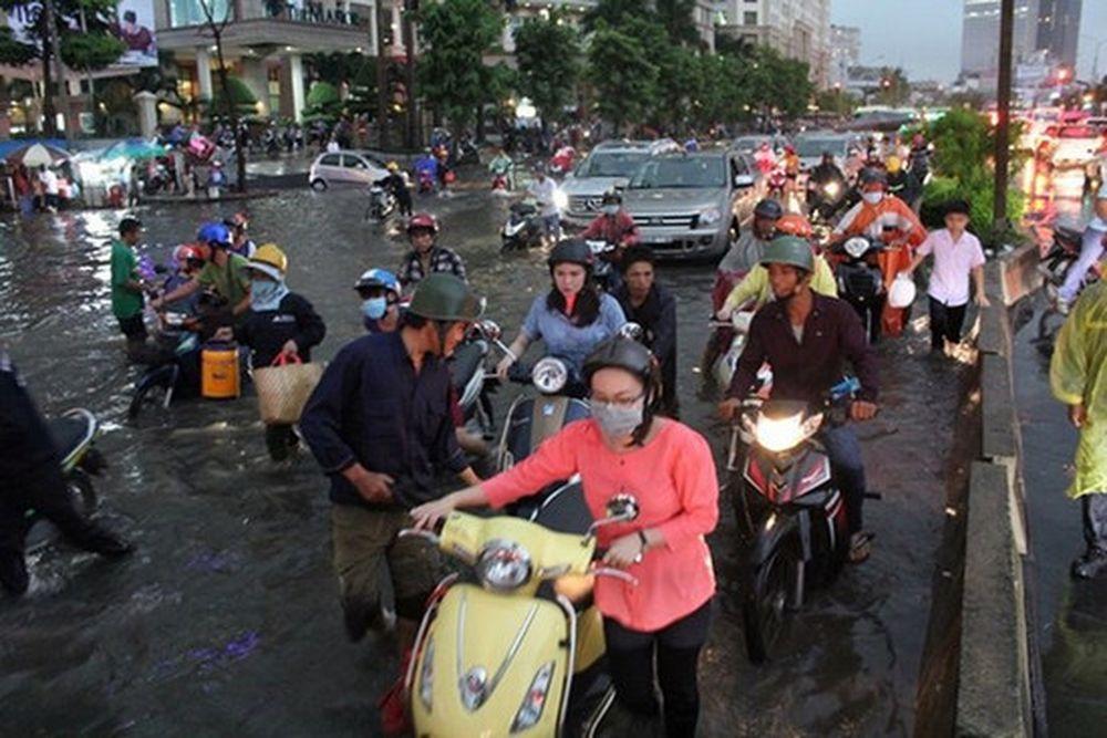 Kết quả hình ảnh cho xe tay ga ngập nước