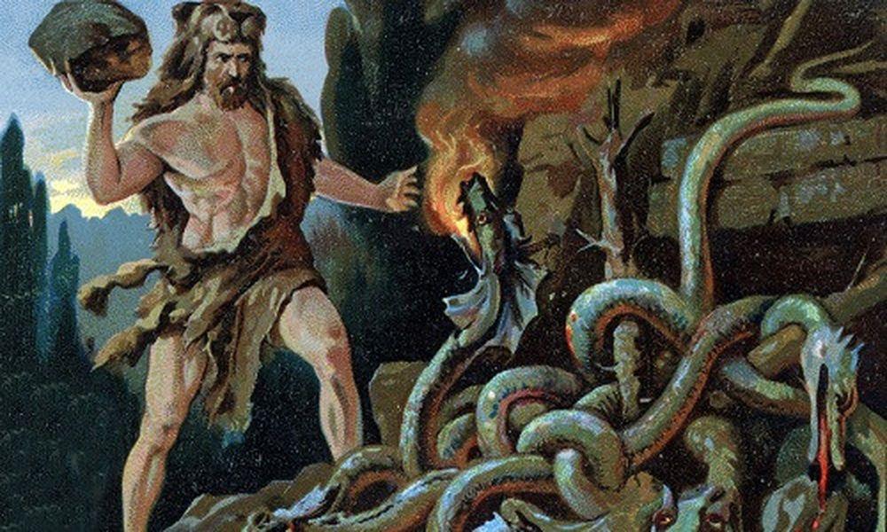 Do được thần Zeus bí mật cho uống sữa của nữ thần Hera nên Hercules có sức  mạnh hơn người.