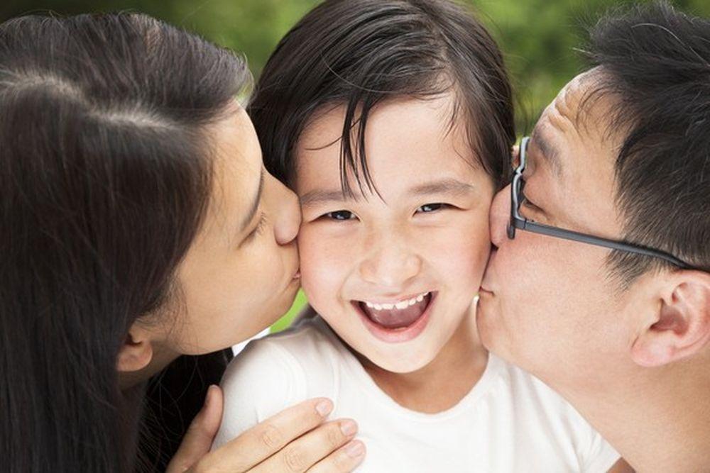Kết quả hình ảnh cho yêu thương con