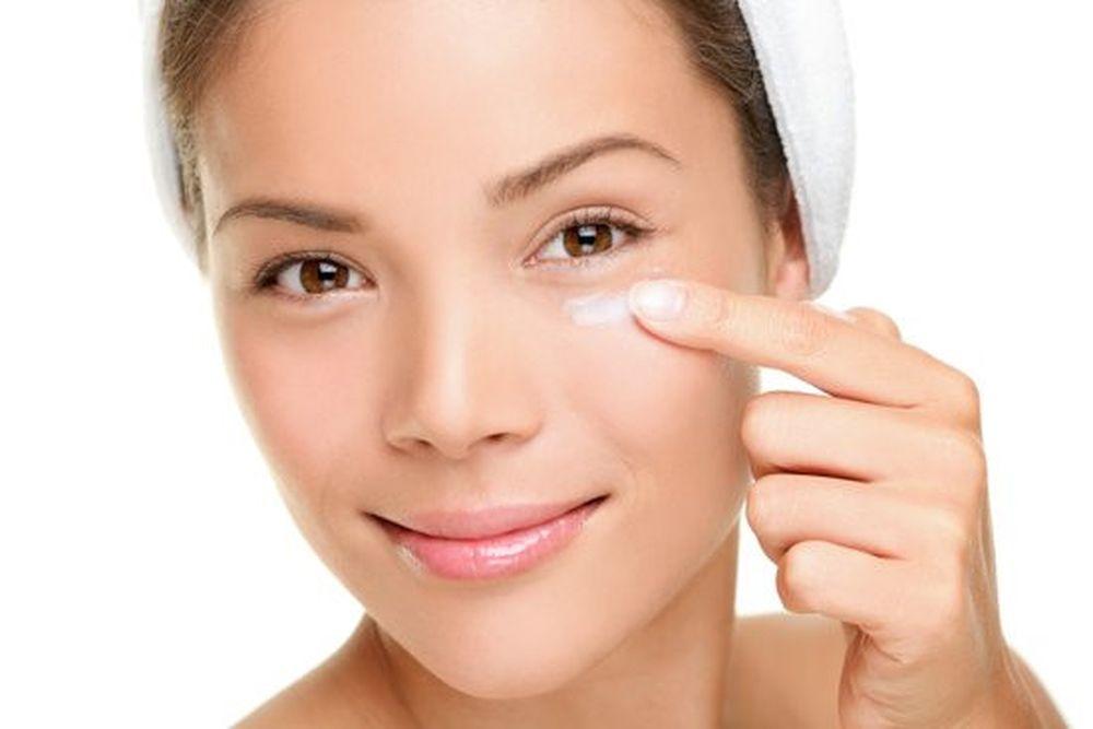 Image result for Khi bạn sử dụng kem mắt