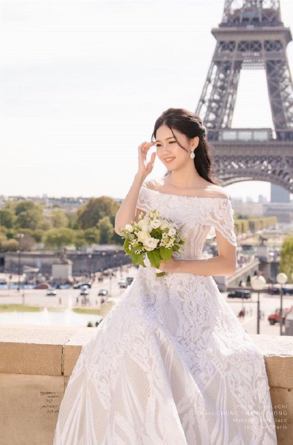 Á hậu Thanh Tú và doanh nhân Thành Phương quyết định kết hôn sau 1 năm hẹn hò. Cô được bạn trai cầu hôn cách đây 4 tháng.
