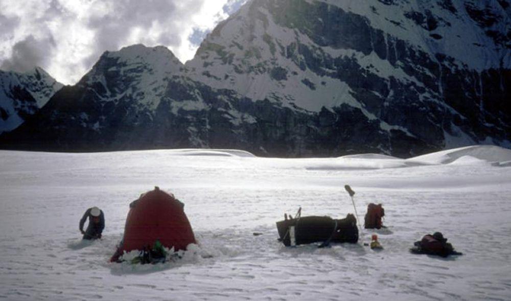 Kết quả hình ảnh cho Thi thể hai nhà leo núi mất tích trên dãy Himalaya được tìm thấy sau 30 năm