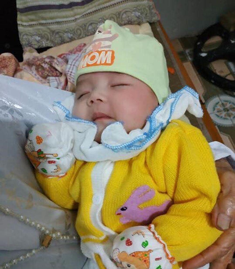 Hà Nam: Bé gái 2 tháng tuổi bị bỏ rơi kèm theo lời nhắn của mẹ