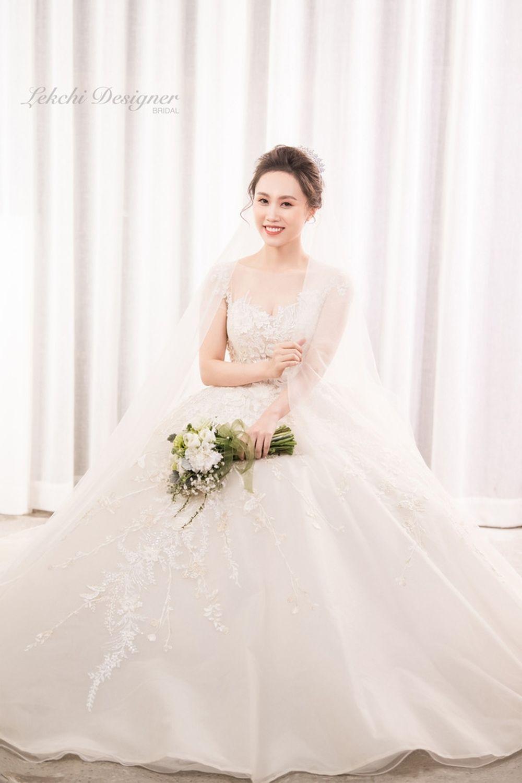NSND Trung Hiếu tung bộ ảnh cưới đầy lãng mạn với vợ kém 19