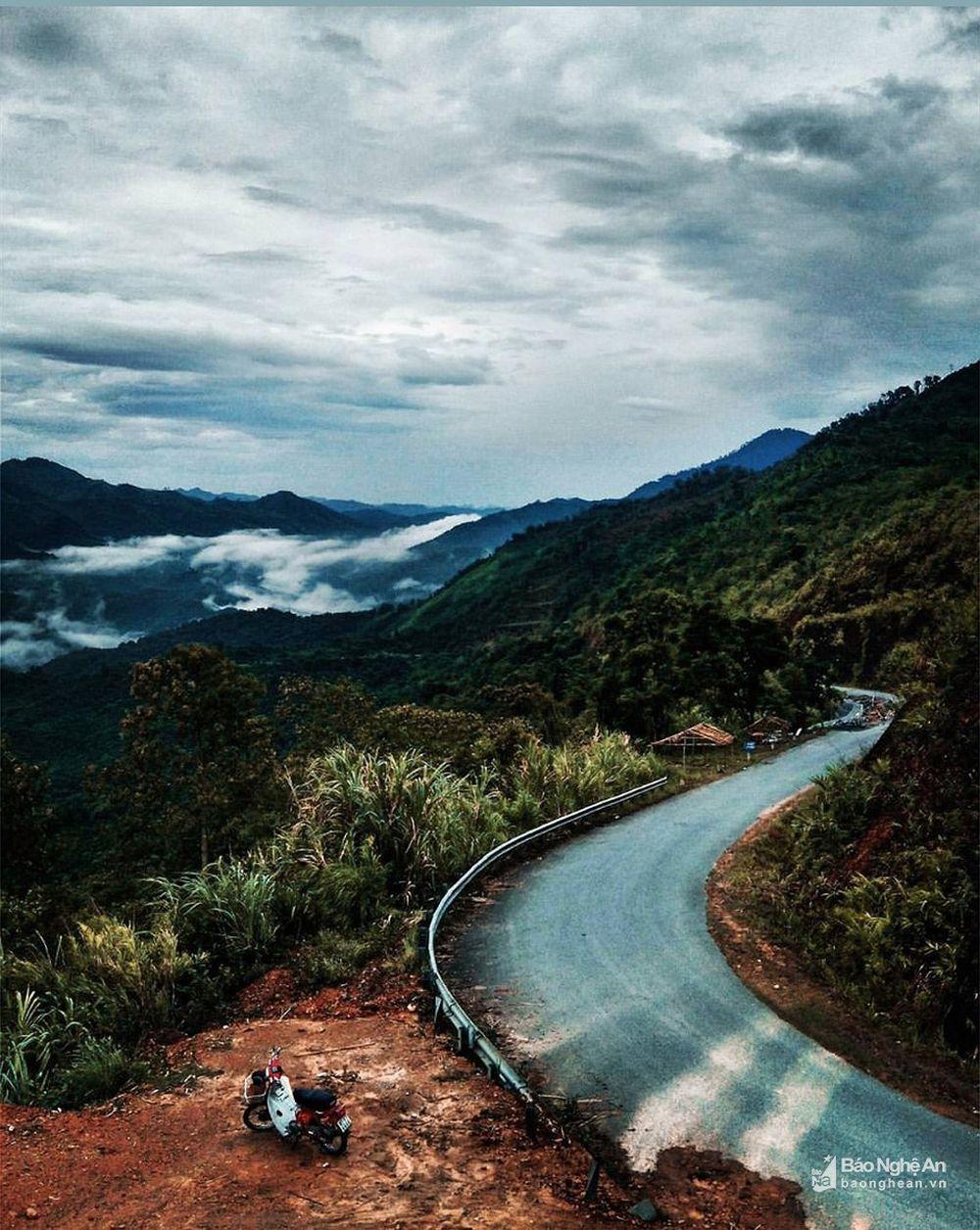 Những hình ảnh của Thương chụp phong cảnh Tương Dương, Kỳ Sơn trên đường về nhà nhận được nhiều lượt thích và bình luận khen ngợi trên mạng xã hội.