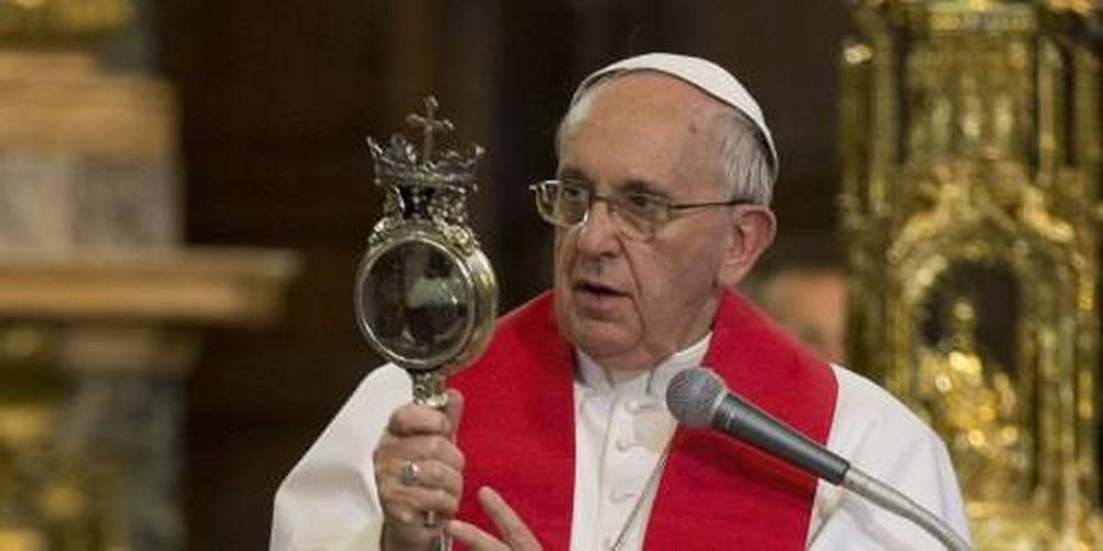 Chuyện có thật: Huyền bí máu của vị thánh dự báo thảm họa - Báo ...
