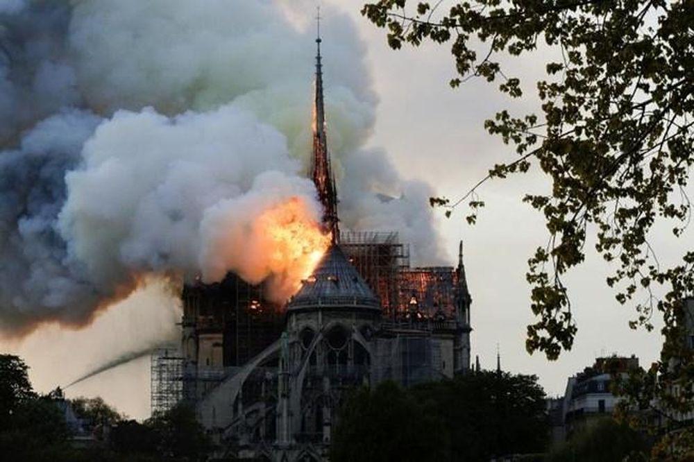 Thế giới Công Giáo xúc động theo dõi Thánh lễ...
