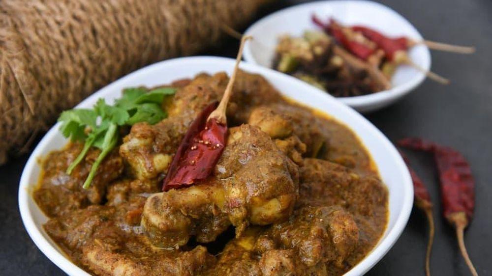 Gà chettinad (cà ri gà ướp sữa chua với nước cốt dừa)