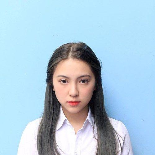 Việc nổi tiếng nhờ một bức ảnh thẻ là điều không còn quá xa lạ gì với dân mạng. Mới đây nhất là trường hợp của người đẹp 9X Pleiku tên Dương ...