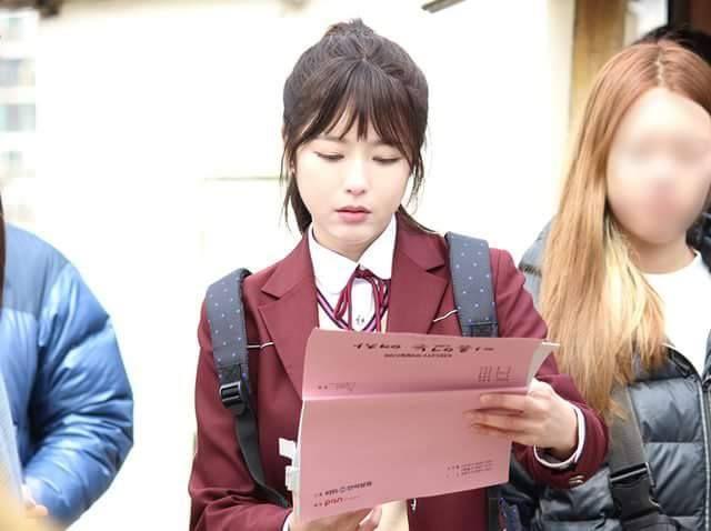 Unknown Woman kể câu chuyện của Son Yeo-Ri (Oh Ji-Eun) từ lúc còn là một nữ  sinh học đường, sống trong sự nuôi nấng của gia đình cho đến khi trưởng  thành ...