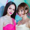 Xinh xắn tạo dáng bên Hương Giang nhưng Angela Phương Trinh lại bất ngờ lộ 'điểm trừ' trầm trọng