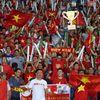 CĐV Việt Nam và Myanmar thi thố trên SVĐ Thuwunna