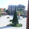 Cây thông Noel khổng lồ cao 12m mừng lễ Giáng sinh ở Hà Nội