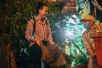Thí sinh Miss World Việt Nam lấm lem chui ống cống, đi gom rác