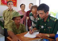 Cà Mau: Khám bệnh, cấp phát thuốc và tặng quà cho 200 hộ gia đình chính sách