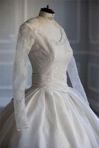 Ngỡ váy cưới 7 tỷ của Angela Baby đã 'phá đảo showbiz', nào ngờ vẫn thua xa đầm bằng vàng của mỹ nhân làng thể thao
