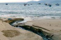 Thêm một cống xả nước thải trực tiếp ra bãi biển Nha Trang