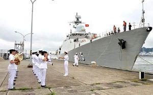 Chùm ảnh: Tàu Hải quân Việt Nam được chào đón ở Osaka, Nhật Bản