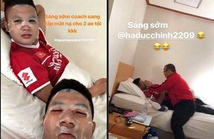 Thầy Park tự tay đắp mặt nạ cho Quang Hải, Đức Chinh