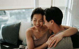 Cười nghiêng ngả với chiêu đáp trả của ông chồng dành cho bà vợ dám đặt thuốc cường dương giả trêu chồng