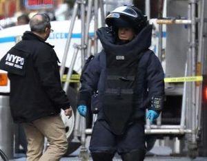 Đội phá bom chuyên nghiệp vô hiệu hóa thiết bị nổ gửi đến phe Dân chủ