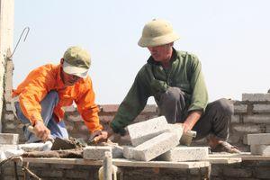 Hà Tĩnh: Những vui buồn đời thợ xây