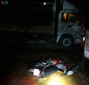 Nam thanh niên mất mạng sau cú tông vào đuôi xe tải