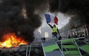 Biểu tình phản đối tăng thuế nhiên liệu tại Pháp gây bùng phát bạo lực