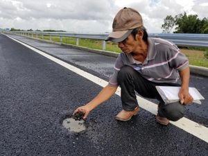 Cao tốc 34.500 tỉ lại xuất hiện ổ gà trên mặt đường