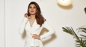 Nữ diễn viên nổi tiếng Bollywood lựa chọn thiết kế Việt