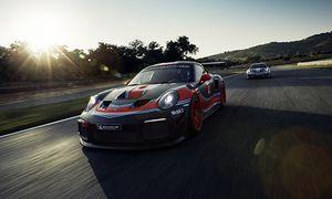 Siêu xe đua Porsche 911 GT2 RS có giá hơn 11,3 tỷ đồng