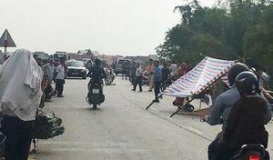 Hưng Yên: Va chạm với xe tải, vợ tử vong tại chỗ, chồng nguy kịch