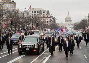 Đội hình xe hộ tống của ông Trump vận hành như thế nào?