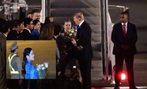 Nữ sinh xinh đẹp tặng hoa cho Tổng thống Donald Trump tối 26/2 là ai?