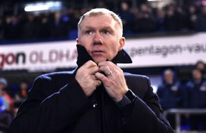 Paul Scholes từ chức chỉ sau 31 ngày làm HLV đội hạng 4