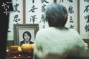 'Dazzling': Ảnh gia đình lung linh của Han Ji Min - Nam Joo Hyuk và những khoảnh khắc nhói lòng