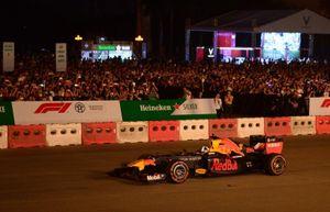 Fan Việt dậy sóng khởi động giải đua F1 cùng DJ quốc tế Armin Van Buuren