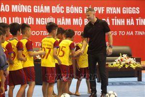 Ryan Giggs - cựu đội trưởng Manchester United giao lưu với học sinh Hà Tĩnh
