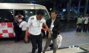 Sân bay Myanmar đóng cửa vì máy bay gãy làm 3 phần khi hạ cánh