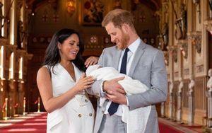 Người dẫn BBC bị sa thải vì xúc phạm em bé Hoàng gia như tinh tinh