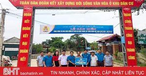 Gắn biển các công trình chào mừng 90 năm thành lập Công đoàn Việt Nam